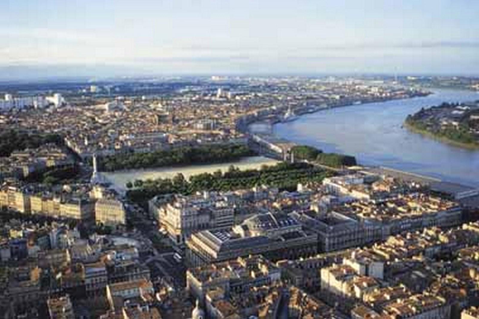 Развитие реки Гаронна в Бордо